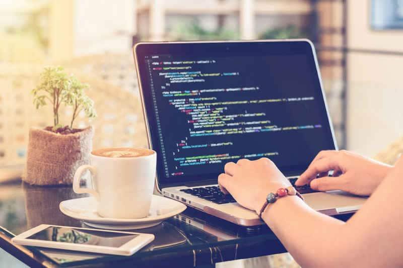 Ordenador portátil de desarrollo de software y diseño web.