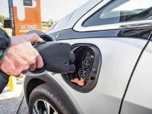 Carga eléctrica de coche eléctrico en Fymecar